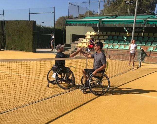 Jorge y Rubén celebran una victoria del torneo.